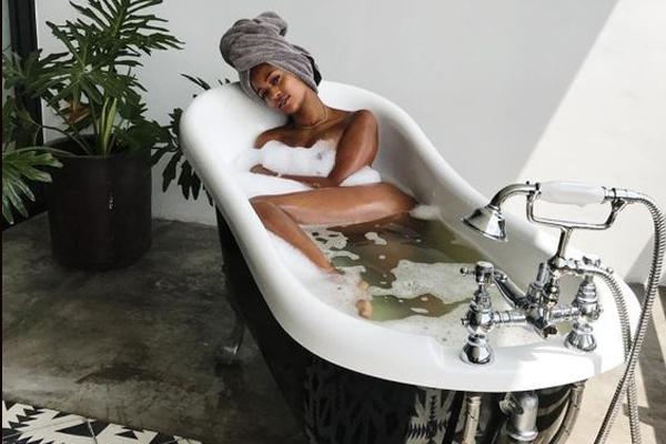 ใช้เกลือสปาระหว่างอาบน้ำ มีดีอย่างไร? ข่าวสาร ความรู้ สุขภาพ ครอบครัว กีฬา ออกกำลังกาย เกลือสปา