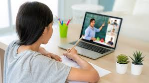 เทคนิค!! การดูแลสายตาสำหรับลูกน้อยที่ต้องเรียนออนไลน์ ข่าวสาร ความรู้ สุขภาพ ครอบครัว กีฬา ออกกำลังกาย การดูแลสายตา
