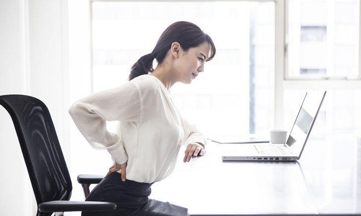 พนักงานประจำต้องรู้!! วิธีดูแลรักษาอาการปวดเมื่อยหลัง ข่าวสาร ความรู้ สุขภาพ ครอบครัว กีฬา ออกกำลังกาย วิธีดูแลอาการปวดหลัง