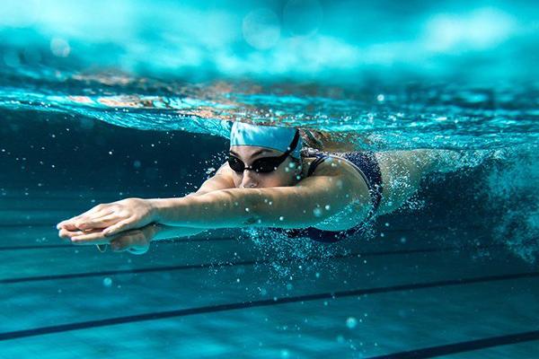 ออกกำลังกาย ประเภทว่ายน้ำ ช่วยลดน้ำหนักได้ดีมาก ข่าวสาร ความรู้ สุขภาพ ครอบครัว กีฬา ออกกำลังกาย เทคนิคว่ายน้ำลดน้ำหนัก